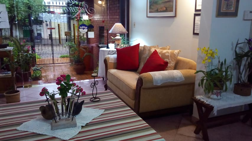 Hotel Los Jazmines Bed & Breakfast - Asuncion - Bed & Breakfast