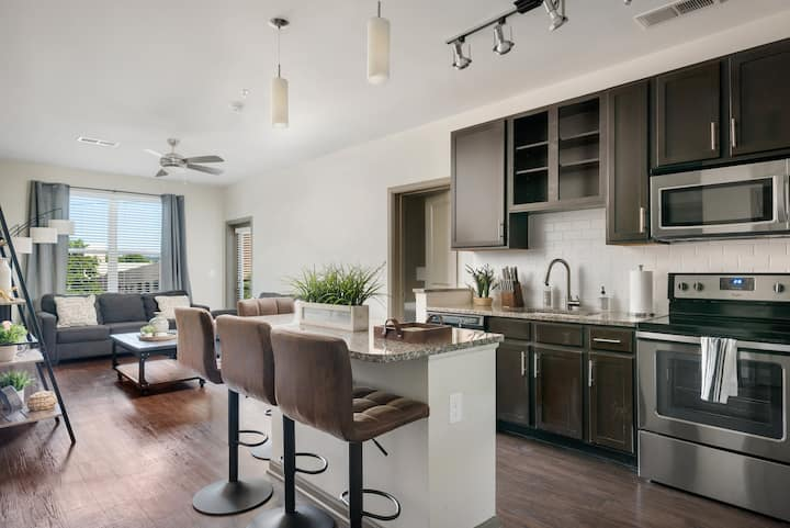 LUXURY AMENITIES | 2BR-DOWNTOWN BHM-GATED PARKING