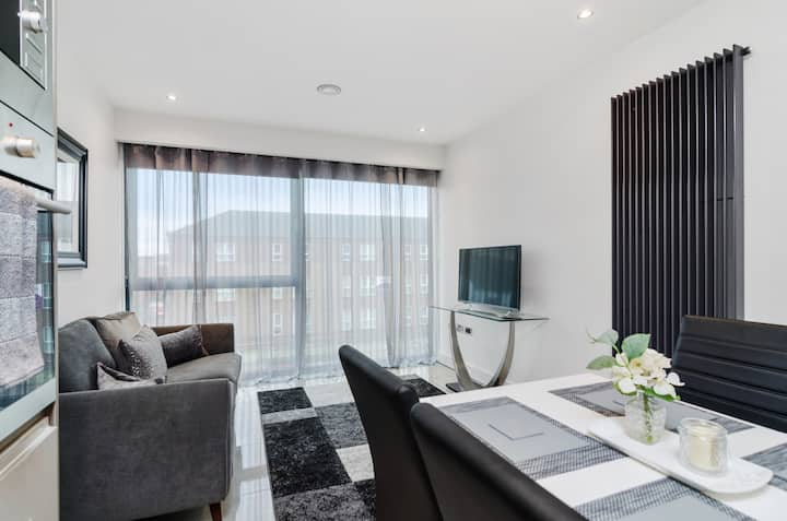 Fashionable City Centre Apartment