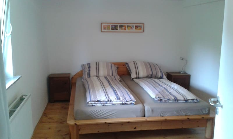 Schlafzimmer mit 1,80cm Doppelbett