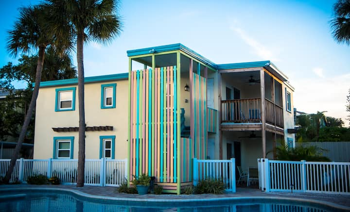 303 Avenida Del Norte - Pet Friendly Condo in an Ideal Location with an Amazing Pool, a Short Walk to Siesta Key Beach