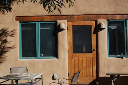 Self-contained private cozy casita - Taos