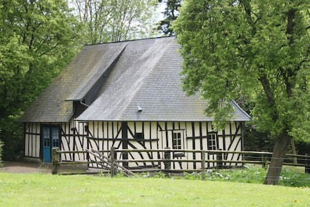 Normandy home and artist's workshop - Englesqueville-en-Auge
