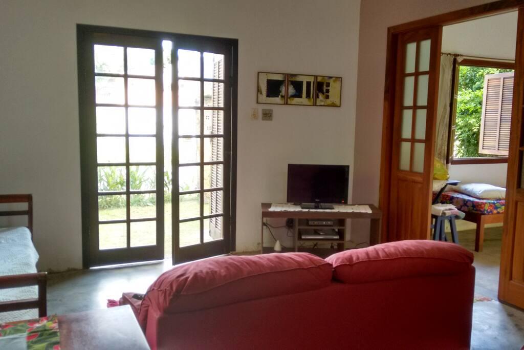 Sala com tv a cabo e Wifi