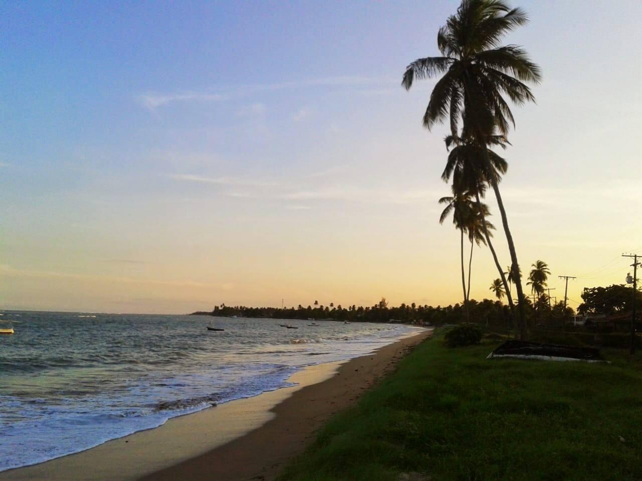 Pôr do Sol em Barra do Gil. Maré cheia. Essa praia fica a menos de 5 minutos à pé da casa.