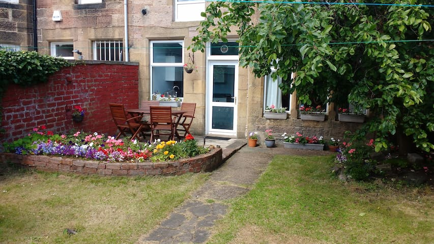 Quiet Garden Flat with Private Parking
