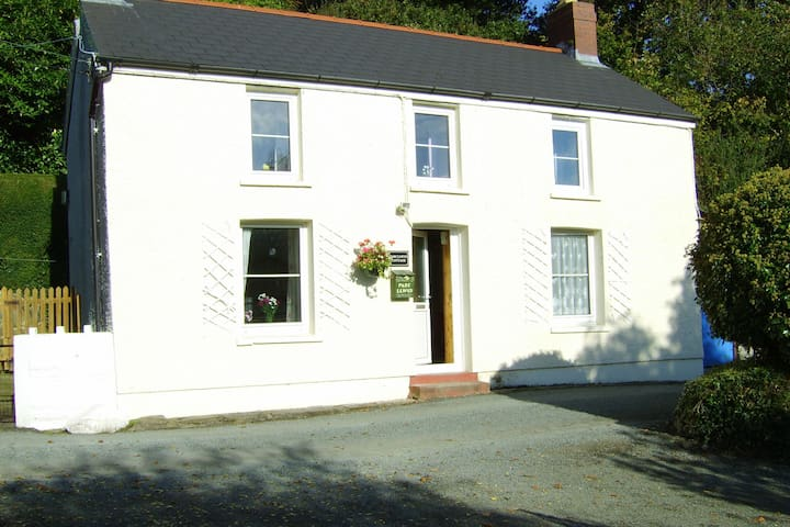 Elegant Holiday Home in Cardigan with Garden