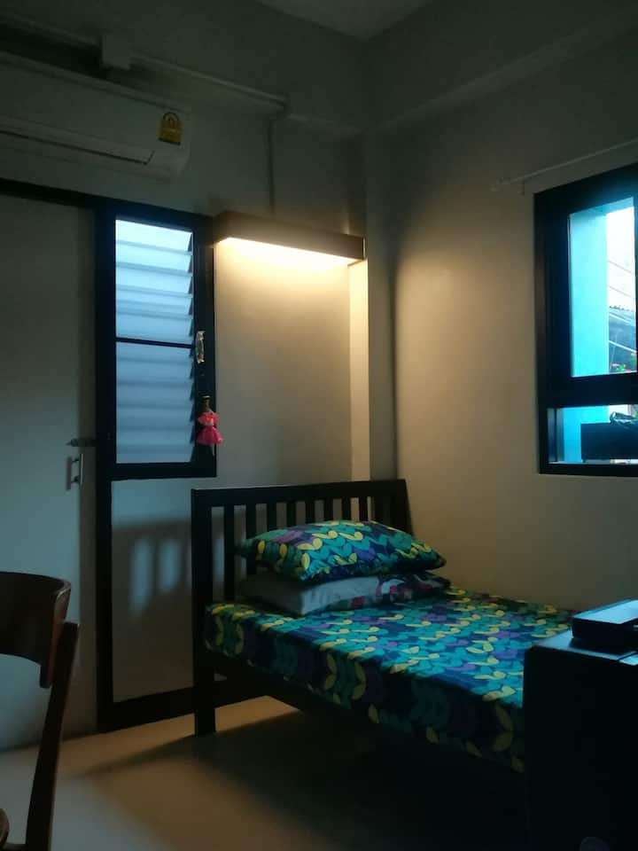Clean and affordable APT Wang Lang market Siriraj