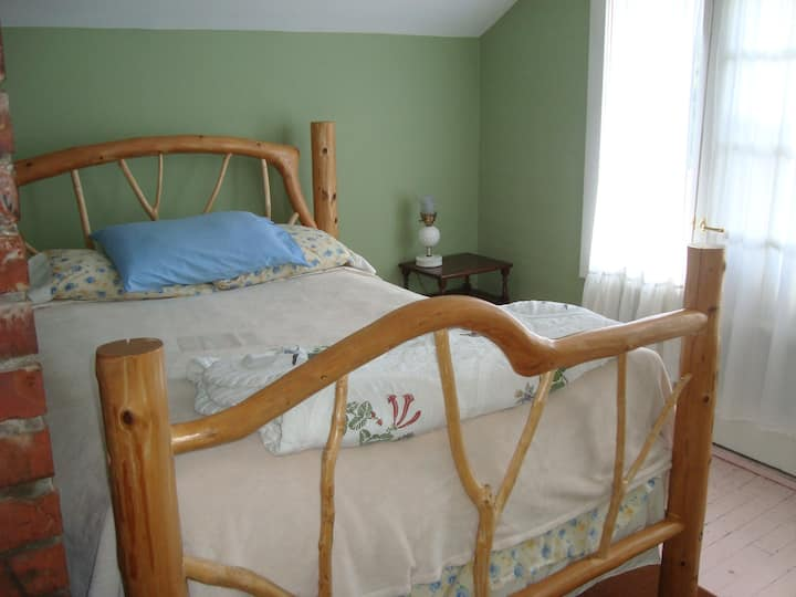 Stay at Moss Mountain Forest Farm!