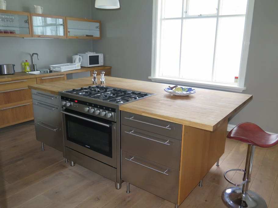 Extremely well equipped kitchen so that you can make your own meals if you do not want to try out restaurants for all your meals