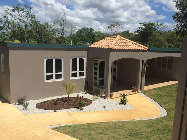 Peaceful 2400 sq.ft. home w/ pool. - Arecibo - House