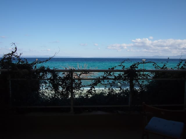 Lovely maisonette right in front of the sea
