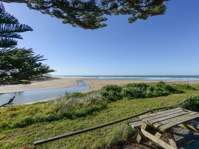 Waipuka - Ocean Beach Holiday Home