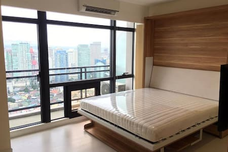 Gramercy Residences 1BR w/STUNNING VIEW  at 42nd - Makati