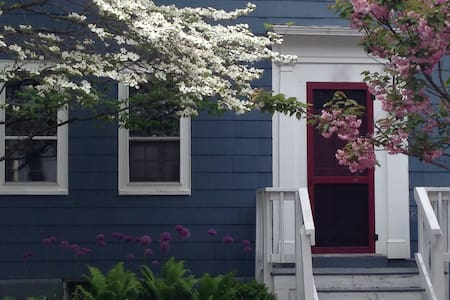 Downtown Portsmouth Artist's Home