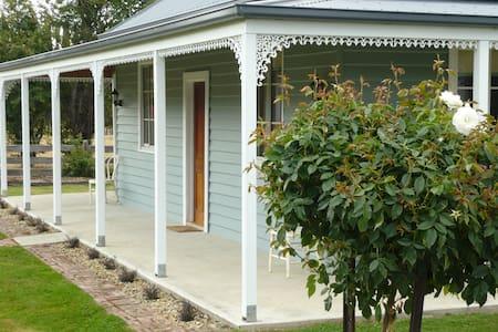 Derwent Valley - Westeria Cottage - Ellendale