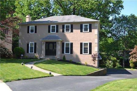 Suburban Philadelphia Colonial - Springfield - Ev
