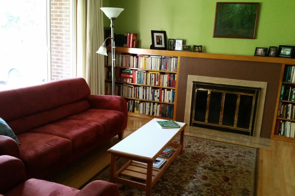 Comfortable living room with lots of books for browsing!