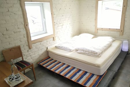Comfortable bed at Gamle smie , Vigrestad - Apartment