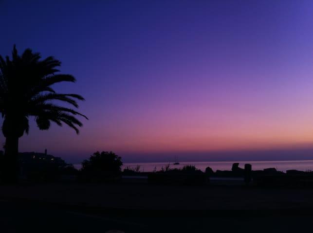 Miomo: Appartement en bord de plage - Santa-Maria-di-Lota - House