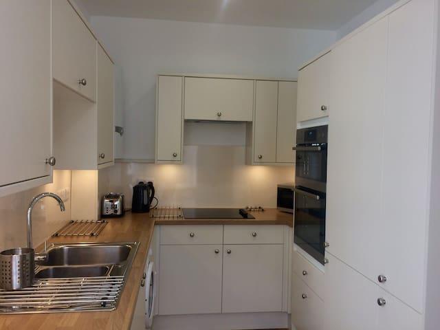 Modern 3 Bed, 1st floor, Meads Village, Eastbourne