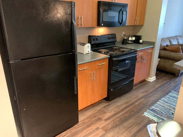 Full Apartment! Washer/dryer, pool, hot tub, gym!