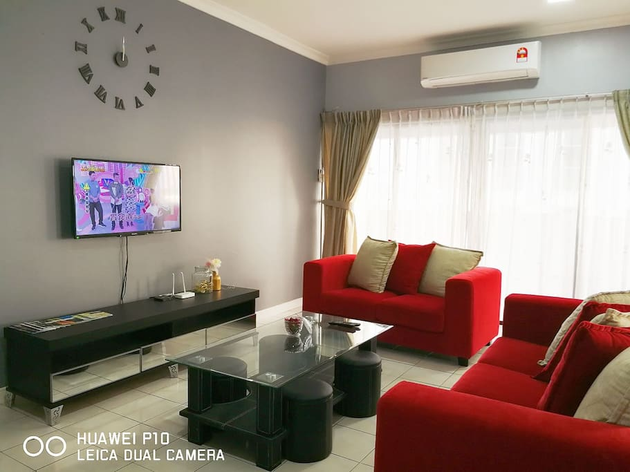 Living room with 1000+ TV channels & 150 mbps unlimited Wifi