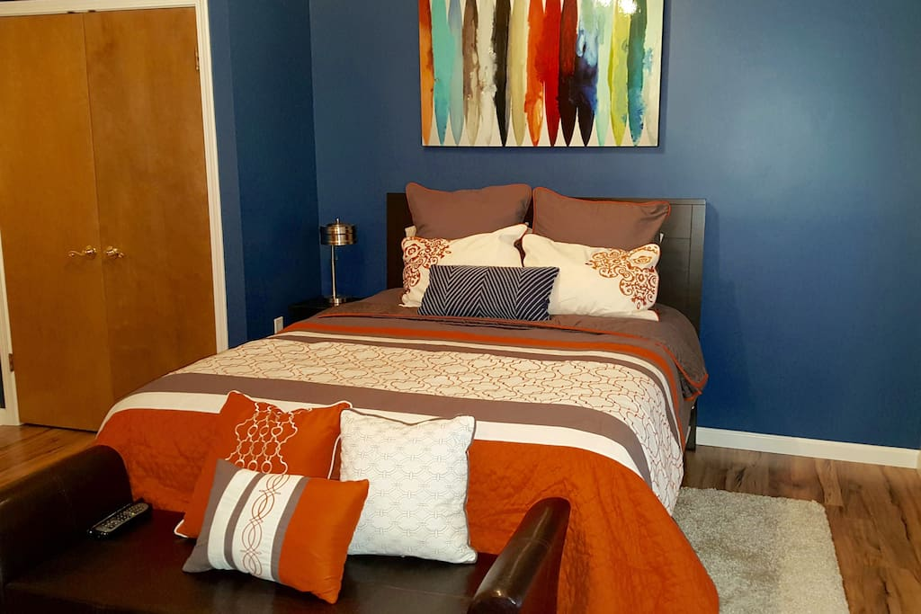 Sleep comfortably on this brand new Beauty-rest Queen Mattress with beautiful décor.