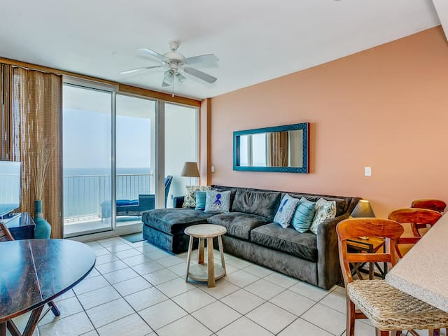 Beachfront Condo. Private Balcony with 12th Story Views