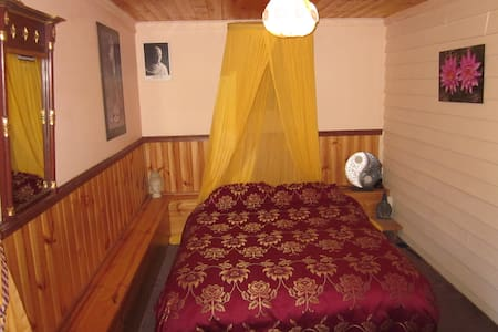 Gulaga Guesthouse - Buddha Room - Central Tilba