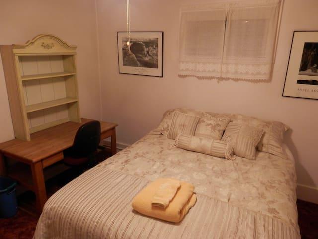 PRIVATE BEDROOM / SHARE BATHROOM - Cheyenne - Casa