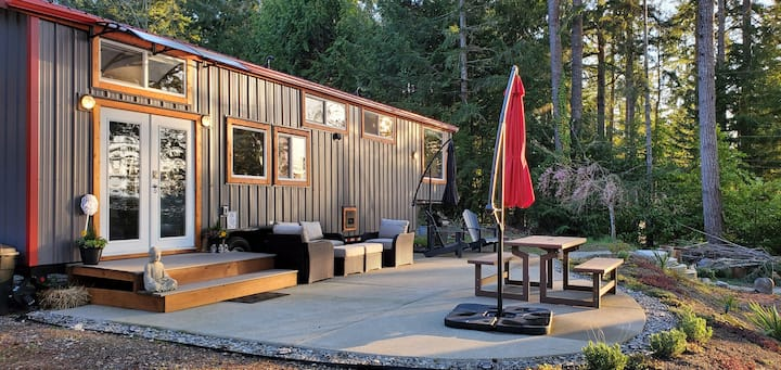 Escape to Big Tiny House by the sea (beach+kayaks)