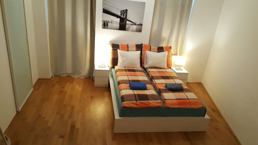 Amazing Private Room with Balcony-Good Location! - Wien, Wien, AT - Apartment