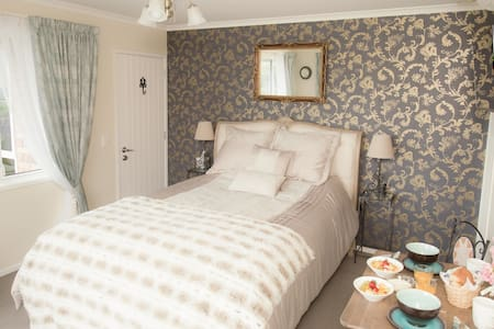 Fantastic views,  beautiful accommodation & garden - Nelson - Bed & Breakfast