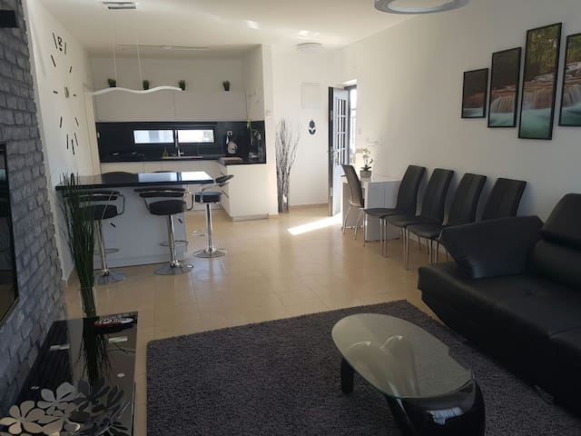 dream vip home - עתלית - House