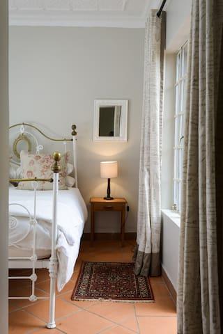 Rose Cottage and Le Jardin Cottage - Randburg - Casa de campo