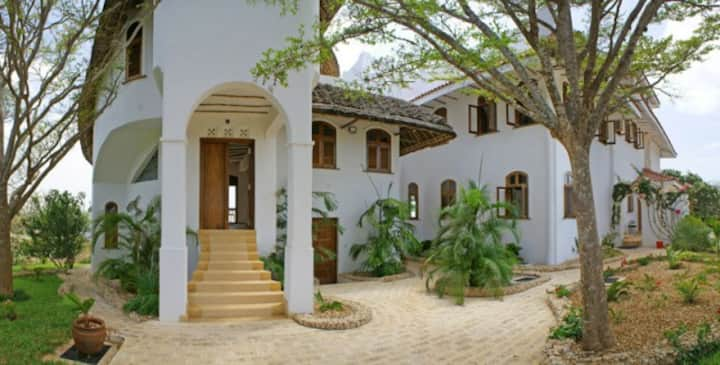 Romantic Ocean front Araliya Cottage