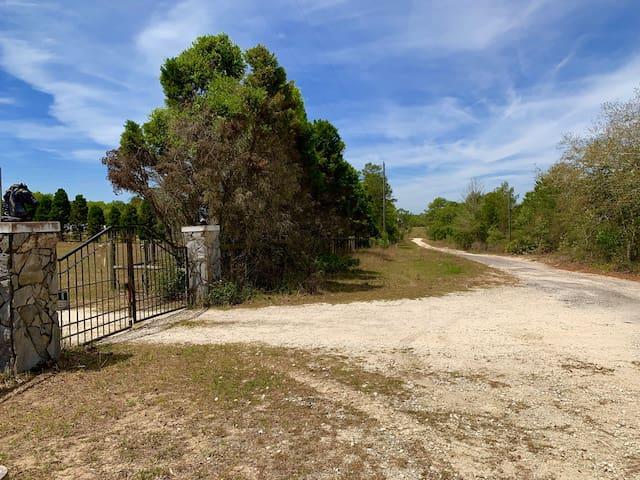 Private road / Gate