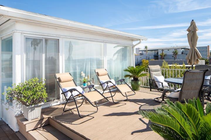 Great 2 Bedroom Condo ⭐️ OceanView ⭐️ Little Italy