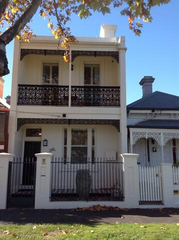 Luxury Victorian Terrace House - Middle Park