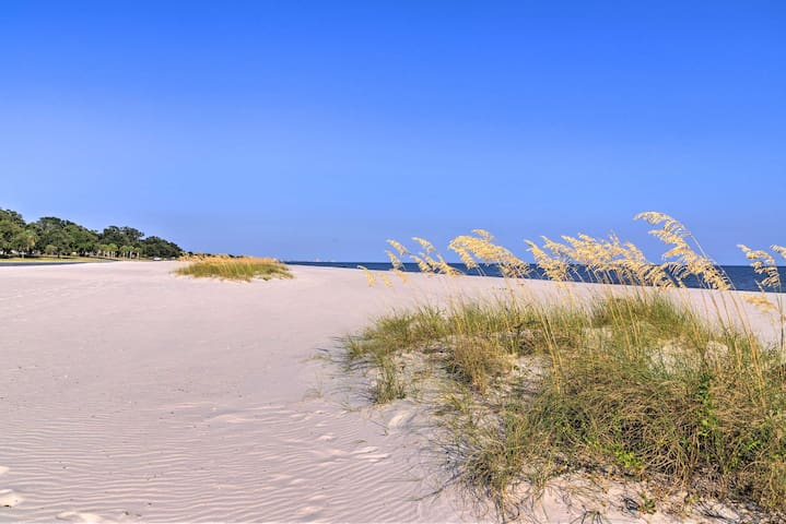 You'll find all the best beaches located within walking distance from the home.