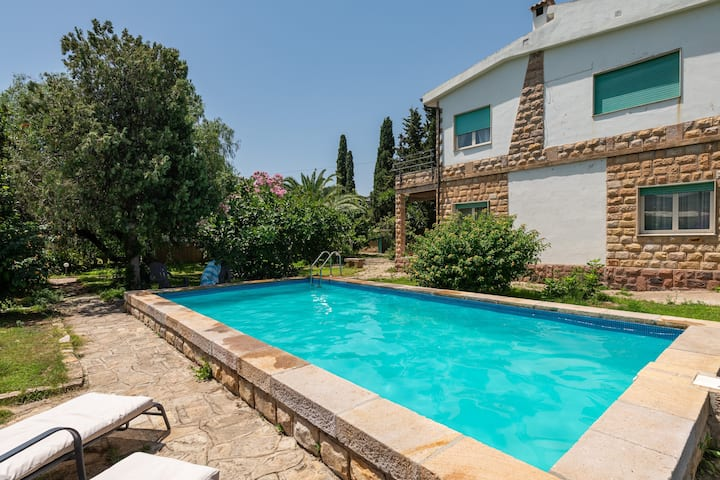 Beautiful Holiday Home Capitana Rooms with Pool, Air Conditioning, Wi-Fi & Terrace; Parking Available