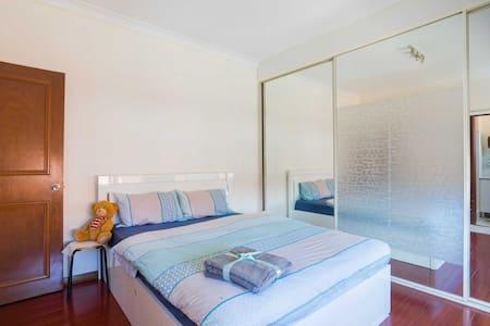 sunny cozy unit near international airport sydney - Bexley - Wohnung