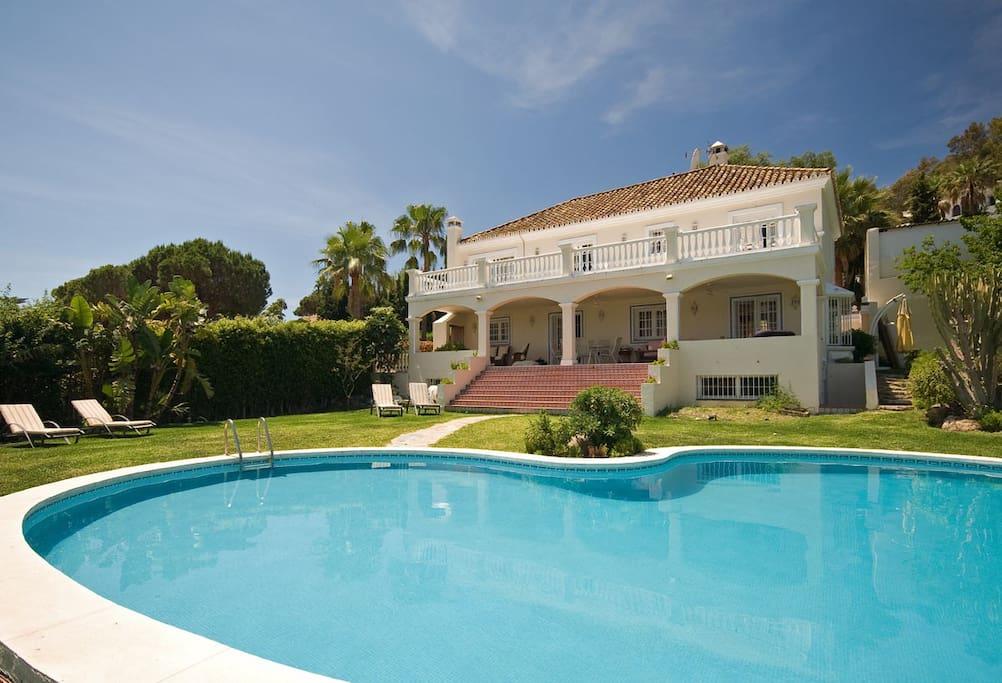 Large private pool and villa from garden. Nueva Andalucia , Las Brisas