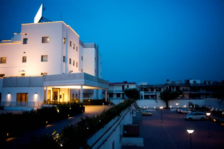 Hotel Vibe By The Lalit Traveller