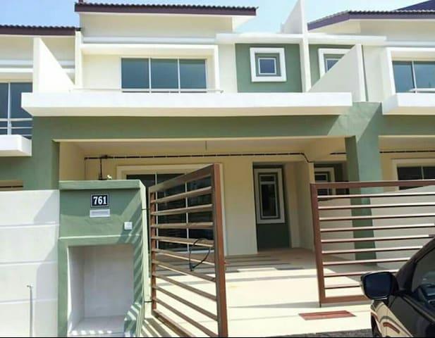 Teres 2 tingkat Taman Nusa Intan - Seremban - Huis