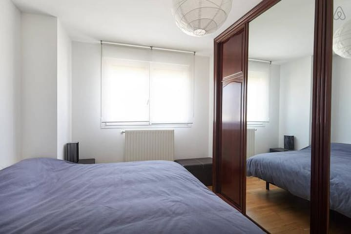 Suite con baño,wifi, digital plus - Mutilva - Apartamento