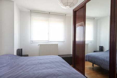 Suite con baño,wifi, digital plus - Appartement