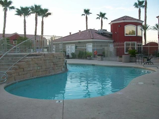 2bed 2bath themed condo - Las Vegas - Appartement en résidence