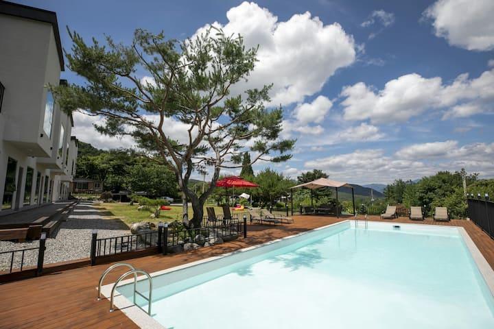 Most Korean Iconic Mountain Stay / Kids Poolvilla